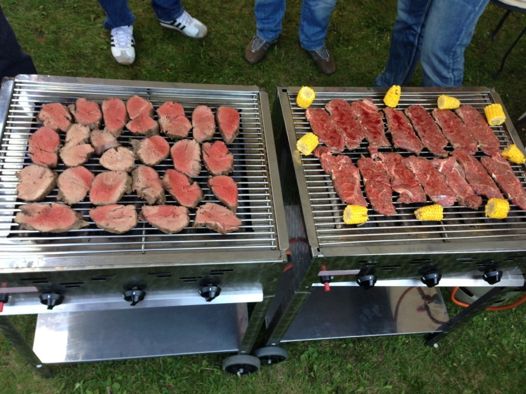 Top Verpflegung mit herrausragenden Steaks, Wein und Bier!